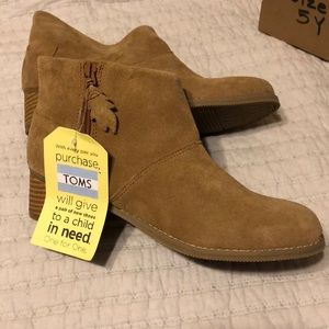 TOMS Leila Toffee Suede Booties Youth Size 5